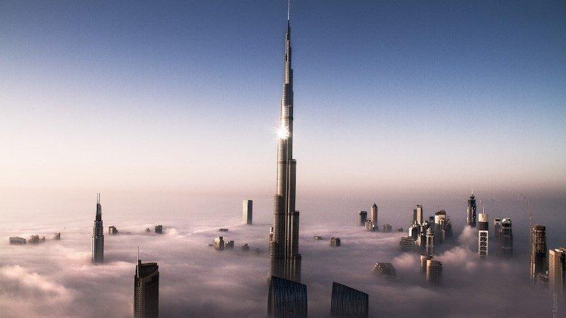 Бурдж-Халифа фото в облаках
