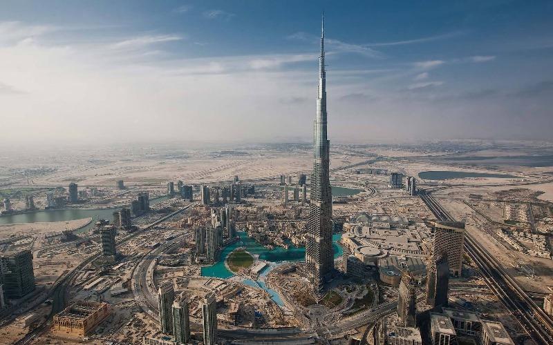 Самый высокий небоскреб в мире Бурдж-Халифа в ОАЭ