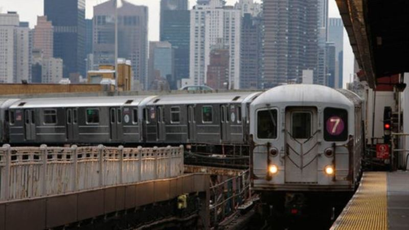 Поезд нью-йоркского метрополитена