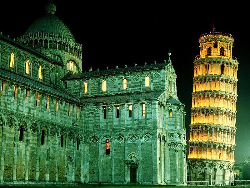 Ночной вид на Пизанскую башню