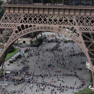Туристы в Эйфевелевой башне