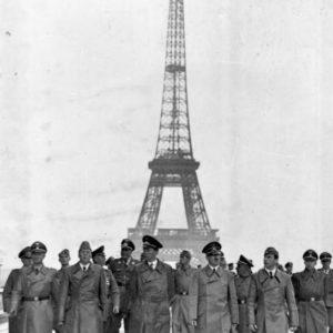 Эйфелева башня во время войны