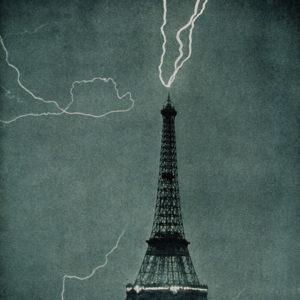 Молния и Эйфелевая башня