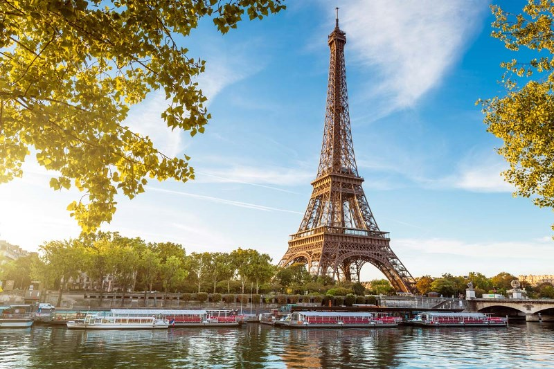 a review of the very famous and wonderful tourist attraction the eiffel tower Eiffel tower: a must do tourist attraction is now a famous symbol of do buy your tickets online and get the ones that take you to the very top.