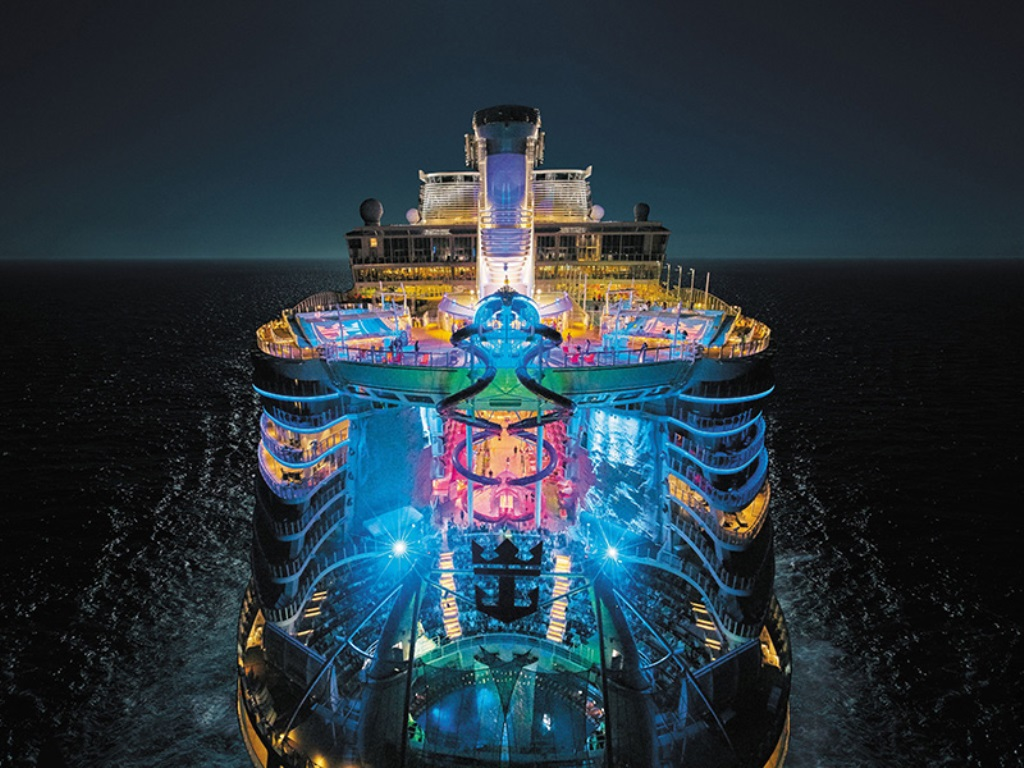Harmony of the Seas ночью
