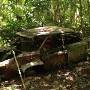 Разбитая машина в Дарьенском пробеле
