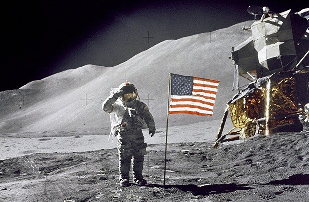 Нил Армстронг на Луне