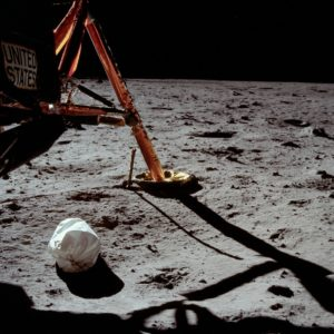 Первое фото на Луне